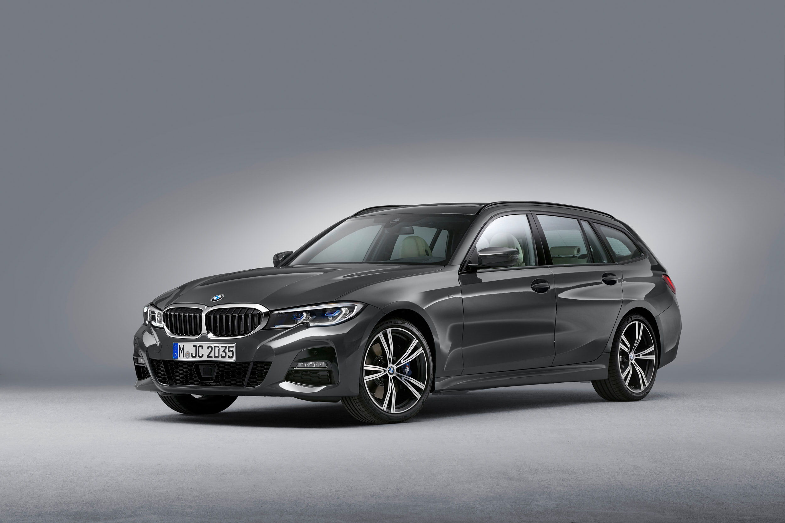 01_0519_BMW_3Touring_EXT_34Front_01_web