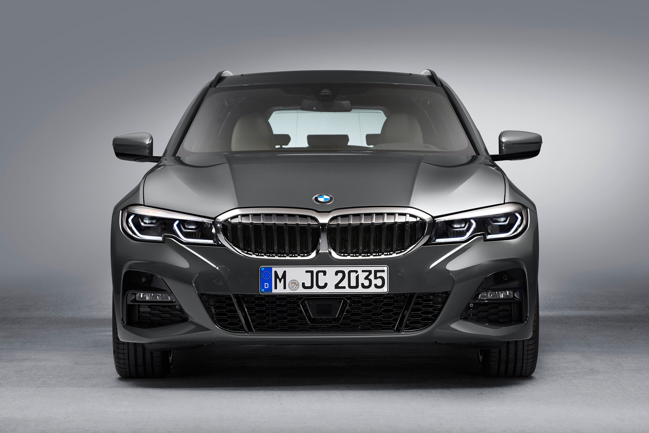 06_0519_BMW_3Touring_EXT_Front_01_web