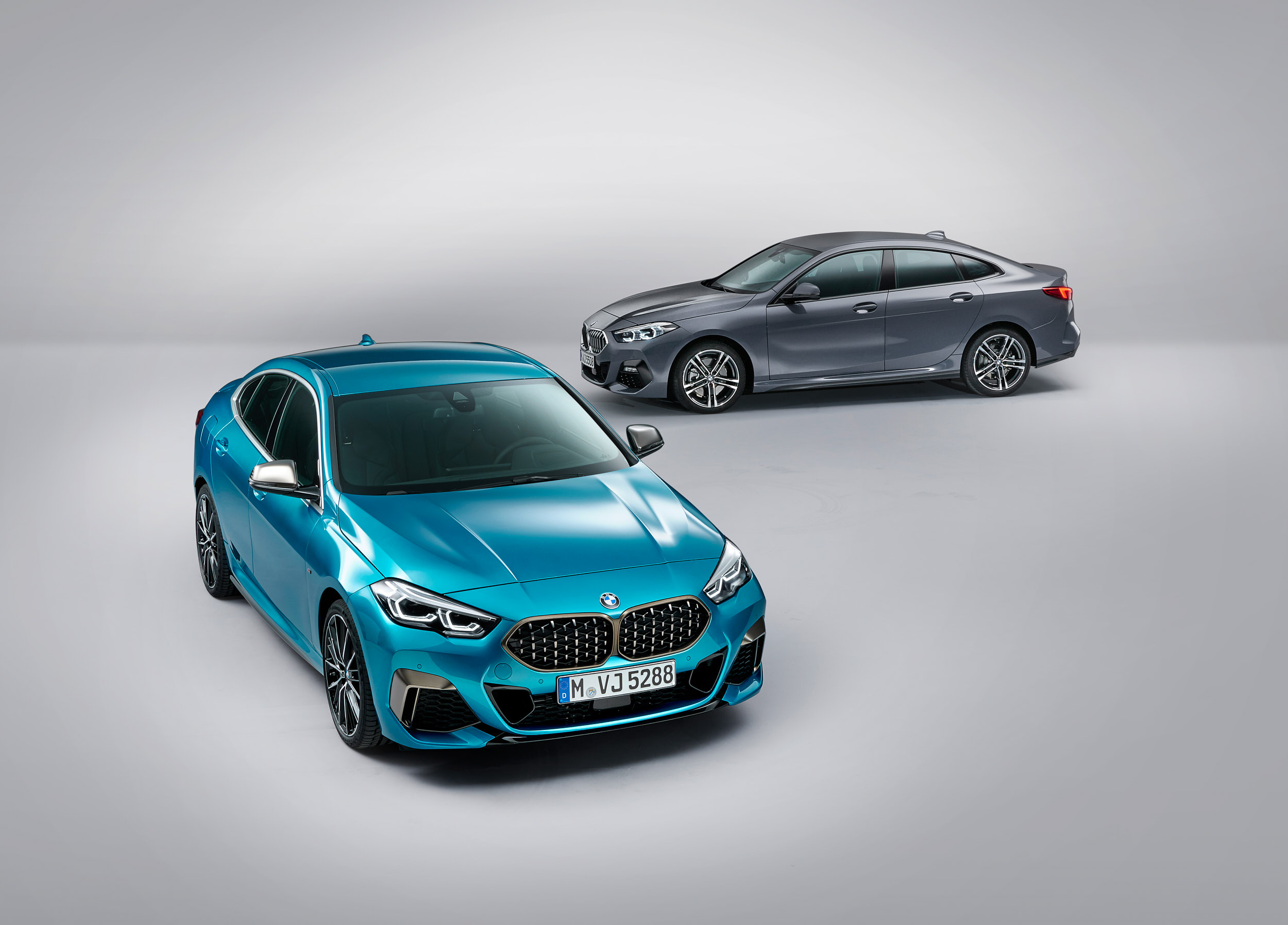 2_BMW_M235i_xDrive_and_BMW_220d_web