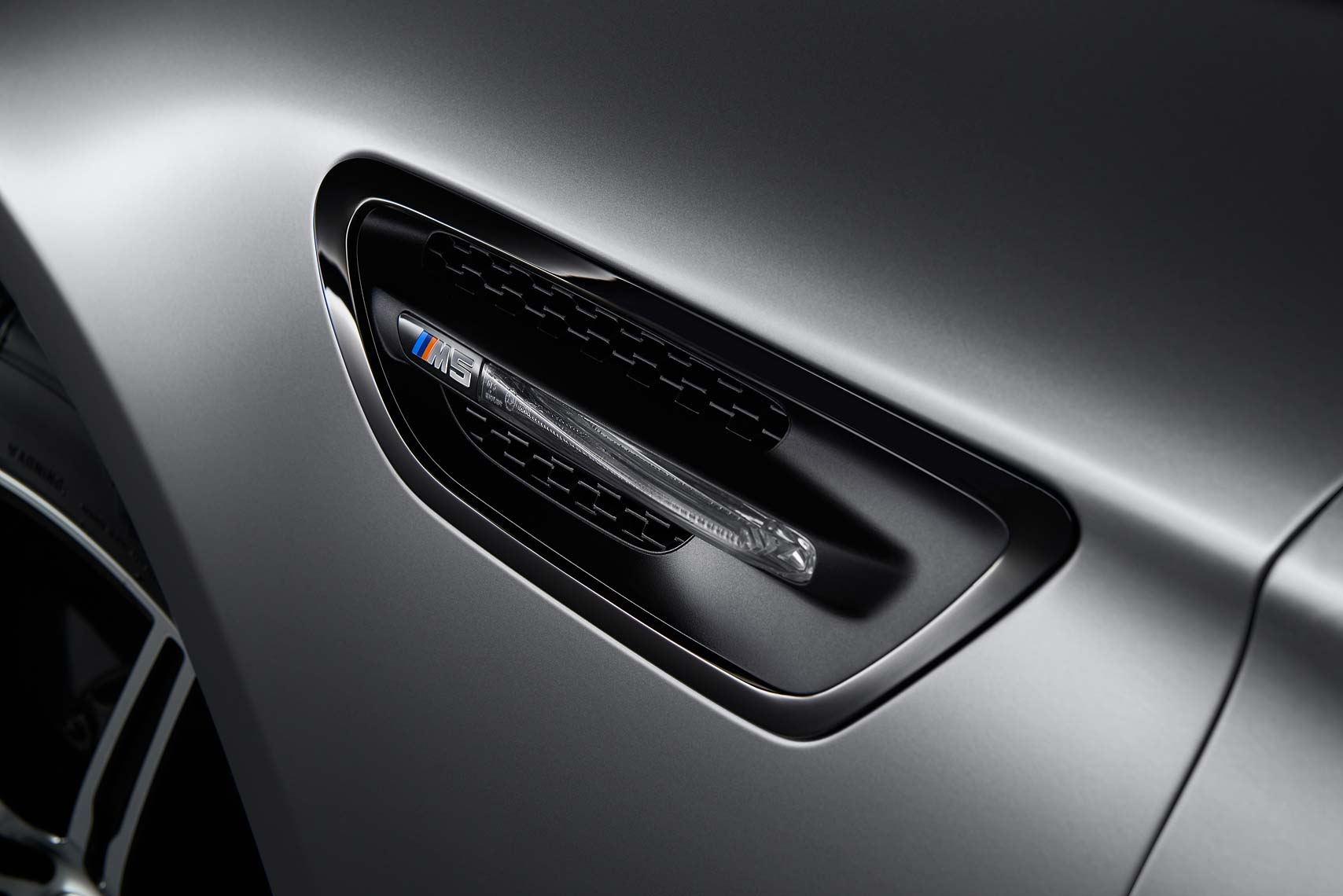 BMW_M5_30Edition_Det_Airbreather_RGB_A4_FIN.