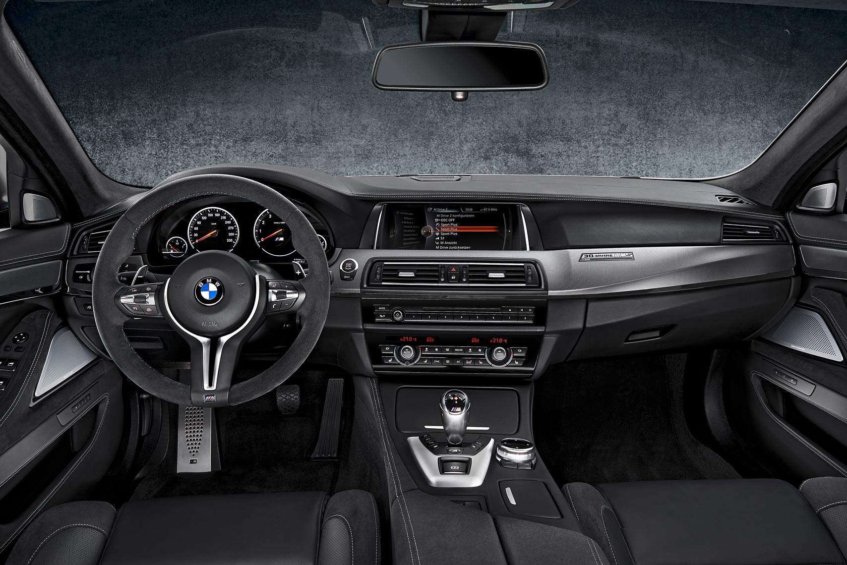 BMW_M5_30Edition_Int_Dashboard_GER_RGB_A4_FIN